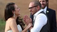 Pasangan Ini Buktikan Kalau Cinta Memang Layak Menunggu...!