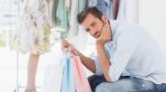 7 Alasan Masuk Akal Kenapa Pria Tak Perlu Diajak Shopping