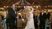 Di Hari Pernikahannya Pria Lumpuh Ini Tiba-Tiba Bisa Berdiri
