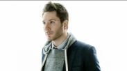 Gaya Adam Young 'Owl City' Cover Lagu 'Untitled Hymn' Chris Rice