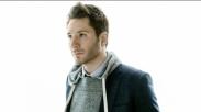 Gaya Adam Young 'Owl City' Cover Lagu 'Untitled Hymn' Chris Rice