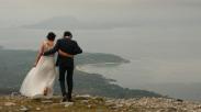 Anti-Mainstream, Pasangan Ini Ikrarkan Janji Suci di Puncak Gunung