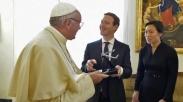 Paus Fransiskus Terima Hadiah Khusus dari Mark Zuckerberg