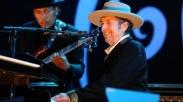 Bob Dylan, Si Penyanyi Religius yang Raih Piala Nobel Sastra 2016