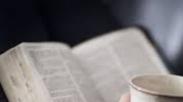 Menaklukkan Dosa Dengan Mencintai Firman Tuhan