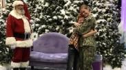 Setahun Tugas, Tentara Wanita Ini Buat Kejutan Natal Untuk Putranya