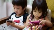 Sudah Malam Anak Masih Main Gadget? Ini 4 Cara Untuk Membuatnya Rela Tidak Melakukan Itu