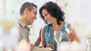Semua Pasangan Pasti Pengen Bahagia, Cobalah Rayakan HUT Pernikahanmu