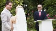 Jadikan Lahan Bisnis, Dua Pendeta Ini Buka Layanan Pemberkatan Nikah Keliling!