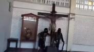Sadis! Video Ini Tunjukkan Aksi Brutal Teroris ISIS Hancurkan Sebuah Gereja Katolik di Marawi