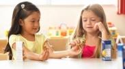 Saat Dunia Semakin Egois, Saatnya Orangtua Ajarkan Anak Bermurah Hati