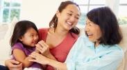 Ketika Cara Pengasuhan Kamu Berbeda Dengan Orangtua Kamu. Hadapi Dengan 3 Cara Ini!