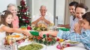 Jangan Hanya Untuk Bersenang-senang Aja, Yuk Ajak Anak Berdoa Bersama di Rumah Saat Natal