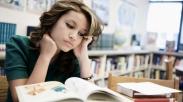 Kuliah Sambil Kerja Emang Gak Gampang! Coba Ringankan Bebanmu Pakai 8 Tips Ini…