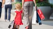 Tak Pengen Anak Kenapa-napa, Ini 4 Cara Aman Saat Bawa Anak Belanja di Mall