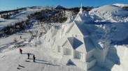 Keren! Seniman China Bangun Gereja Salju Nan Indah di Kawasan Bermain Ski di Norwegia Ini