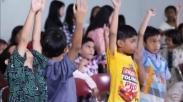 Pernah Gak Sih Mikir, Kenapa Orangtua Harus Dukung Anak Ikut Sekolah Minggu Sejak Dini?