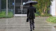 4 Hal Ini Harus Kamu Persiapin Supaya Hujan di Pagi Hari Gak Hambat Perjalanan ke Kantor