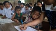 Salutnya Sama Anak-anak Muda Ini, Pakai Masa Single Demi Cerdaskan Anak-anak di Pedalaman
