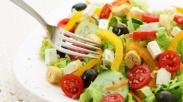 Sudahkah Kamu Rajin Makan Salad Sayur? Menu Sehat Ini Punya 6 Manfaat Kesehatan Loh