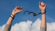 Jatuh Bangun Berulang Kali ke Dalam Dosa yang Sama? Merdekakan Diri Dengan 4 Langkah Ini…