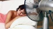 Tidur Pakai Kipas Angin, Bagus Gak Sih Buat Kesehatan? Ini Jawabannya….