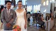 Keren! Meski Gerejanya Banjir, Pasangan Ini Tetap Lanjutkan Pemberkatan Nikah