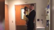 Bikin Terenyuh! Ayah Ini Kejutkan Putri Kecilnya yang Sakit Leukimia dengan Tarian