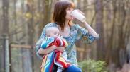 Saat Ibu Minum Kopi Sembari Menyusui, Baikkah Bagi Bayi?