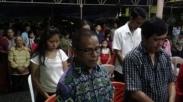 Gerejanya Retak-retak Akibat Gempa, Jemaat Gereja Palu Ini Lakukan Ibadah Pertama di Luar