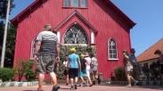 Gereja Merah, Satu-satunya Gereja Besi di Dunia Ini Probolinggo Punya Loh!
