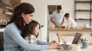 Sibuk Kerja dan Jarang Pulang? 2 Cara Menarik Bikin Hadirmu Kembali Bagi Si Kecil!