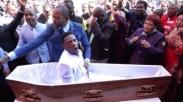 Pendeta Afrika yang Viral Bangkitkan Orang Mati Ini Malah Dituntut Secara Hukum, Duh!