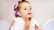 Mulai Suka Dandan Sejak Usia Balita, Kapan Sebaiknya Anak Perempuan Pakai Make Up?