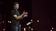 Tak Lagi Fokus Untuk Pemuridan, Pendeta Ini Kritik Gereja yang Hanya Jadi Panggung Hiburan