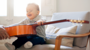 Selain Bikin Cerdas, Musik Juga Punya 6 Manfaat Penting Buat Anak Loh!