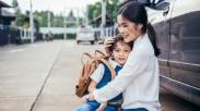 Punya Anak Yang Pemalu, Gini Lho 4 Cara Menanganinya