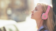 Saat Sedang Sedih, Temukanlah Penghiburan Lewat 8 Lagu Rohani Ini