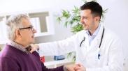 Seorang Dokter Kristen di Negara Ini Terancam Dipecat Karena Kedapatan Doakan Pasien, Duh!