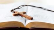 Gak Nyangka! Dua Lembar Kertas yang Terbang di Pintunya Bikin Pria Iran Ini Percaya Yesus