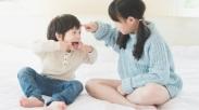 10 Cara Ampuh Biar Bikin Kakak Adik Damai Tanpa Perang Saudara