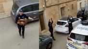 Hibur Masyarakat yang Tinggal di Rumah, Polisi Spanyol Patroli Sambil Nyanyi