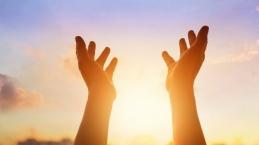 Kesaksian Henny Juaria, Kuasa Menabur di Tengah Masa Krisis