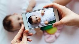 Moms, Ini Tanda Bahaya Terlalu Sering Bagikan Foto Anak di Sosial Media…