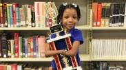 Menakjubkan! Gadis Cilik Tanpa Tangan Ini Menangkan Kontes Menulis