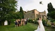 Ini Dia Trik Jitu Tangkap Buket Bunga Di Pesta Pernikahan