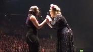 Adele Ajak Penyanyi Rohani Ini Duet Bersama Saat Konsernya