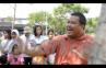 Pria Ini Rela Korbankan Nyawa Untuk Anak Jalanan