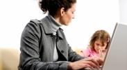 Pilih Mana, Ibu Rumah Tangga Atau Wanita Karir?