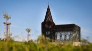 Unik, Gereja Ini Sengaja Dibangun Tembus Pandang
